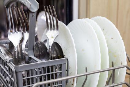 Schmutziges Geschirr - Spülmaschine stinkt